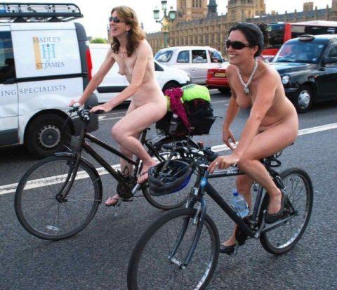 """海外のヌードサイクリングで""""日本人""""が参加した結果。(画像あり)・30枚目"""