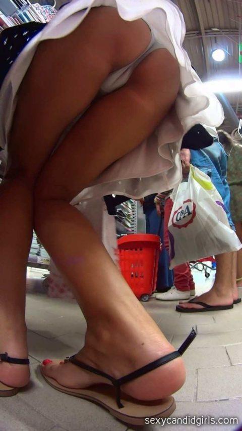 """【盗撮】海外の女子学生まんさん、盗撮魔に撮影された""""股""""をご覧くださいwwwwww(画像36枚)・33枚目"""