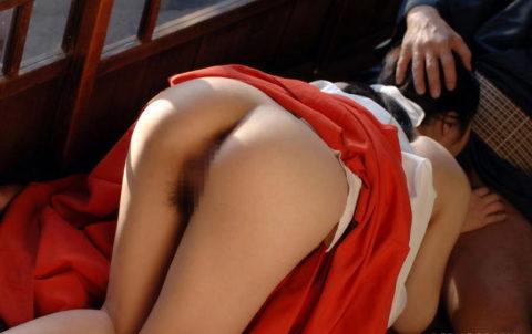 【エロ画像】神の使いの巫女さん、あの服でエッチな事をしちゃうwwwwww・36枚目