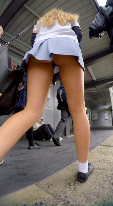 """【盗撮】海外の女子学生まんさん、盗撮魔に撮影された""""股""""をご覧くださいwwwwww(画像36枚)・36枚目"""