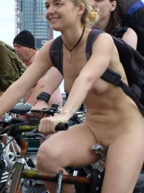"""海外のヌードサイクリングで""""日本人""""が参加した結果。(画像あり)・7枚目"""