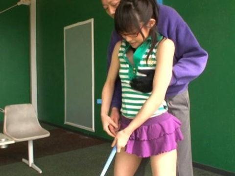 【セクハラ】女子のゴルフレッスンの光景がただの無法地帯やったwwwwwww