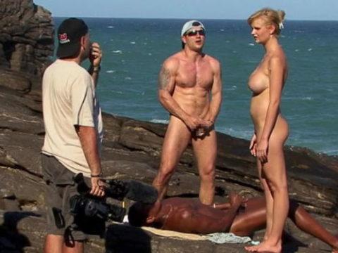 【エロ画像】ガチでオープンすぎる海外ポルノの撮影現場の風景がこちら。(21枚)・1枚目