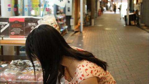 【アイドル】胸チラでファンを獲得しようと画策する女さんがこちらwwwwww(画像あり)・10枚目