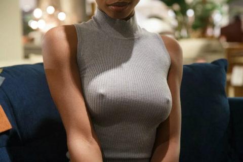 【乳首】ノーブラの女さん、ビーチクを勃起させた時の透けポッチwwwwwwww(40枚)・12枚目