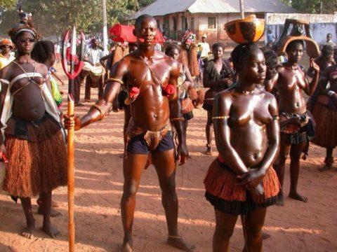【おっぱい】ギニア人女性の正しく成長した「神乳」この身体はエロい・・・(33枚)・13枚目
