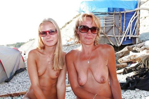 全裸を晒した素人親子のエロ画像を見た結果。ガチで体つきも似るんやなぁwwwwwww(33枚)・13枚目