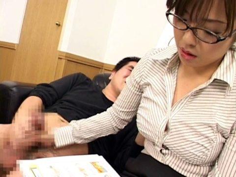 """【エロ画像】頭悪そうなギャルに適当に""""手コキ""""されると逆に興奮する変態ちょっと来いwwwww・12枚目"""