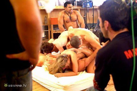 【エロ画像】ガチでオープンすぎる海外ポルノの撮影現場の風景がこちら。(21枚)・15枚目