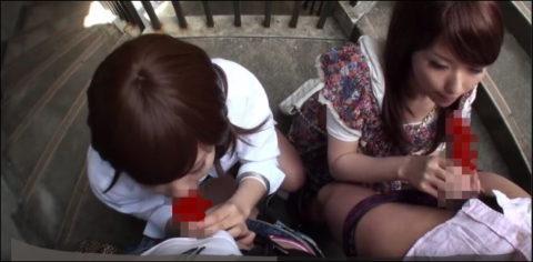 【エロ画像】人通りが無い階段でフェラしてる女が撮影されるwwwwww・15枚目