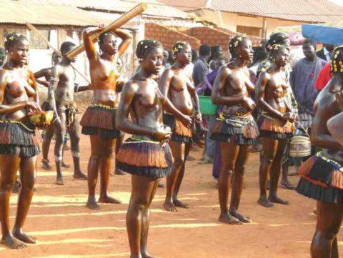 【おっぱい】ギニア人女性の正しく成長した「神乳」この身体はエロい・・・(33枚)・16枚目