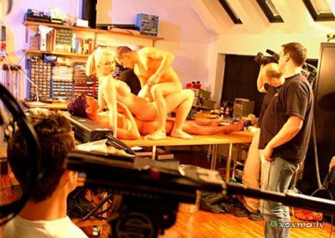 【エロ画像】ガチでオープンすぎる海外ポルノの撮影現場の風景がこちら。(21枚)・17枚目