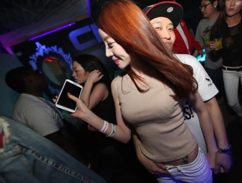 【エロ画像】「お持ち帰りOK」な韓国のクラブを撮影した画像まとめ。(32枚)・17枚目