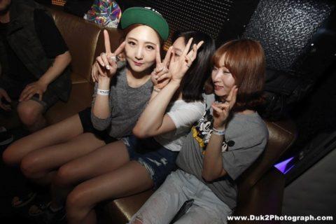 【エロ画像】「お持ち帰りOK」な韓国のクラブを撮影した画像まとめ。(32枚)・18枚目