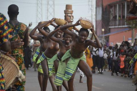【おっぱい】ギニア人女性の正しく成長した「神乳」この身体はエロい・・・(33枚)・18枚目