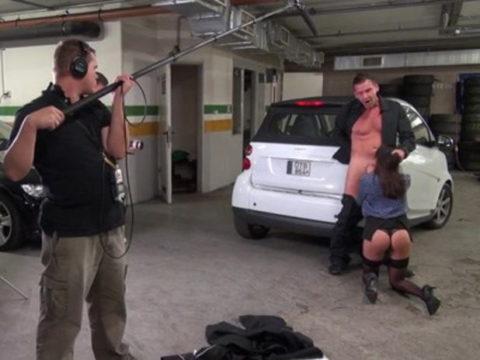 【エロ画像】ガチでオープンすぎる海外ポルノの撮影現場の風景がこちら。(21枚)・2枚目