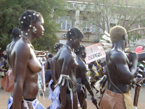 【おっぱい】ギニア人女性の正しく成長した「神乳」この身体はエロい・・・(33枚)・2枚目