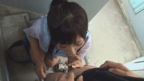 【エロ画像】人通りが無い階段でフェラしてる女が撮影されるwwwwww・18枚目