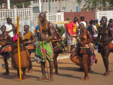 【おっぱい】ギニア人女性の正しく成長した「神乳」この身体はエロい・・・(33枚)・20枚目