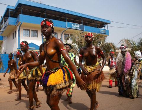 【おっぱい】ギニア人女性の正しく成長した「神乳」この身体はエロい・・・(33枚)・21枚目