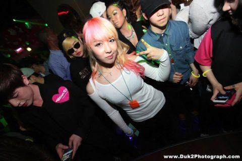 【エロ画像】「お持ち帰りOK」な韓国のクラブを撮影した画像まとめ。(32枚)・24枚目