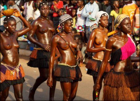 【おっぱい】ギニア人女性の正しく成長した「神乳」この身体はエロい・・・(33枚)・23枚目