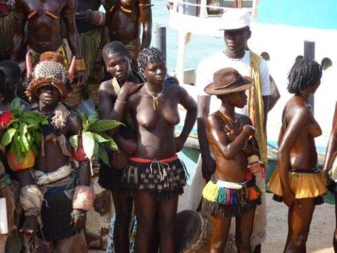 【おっぱい】ギニア人女性の正しく成長した「神乳」この身体はエロい・・・(33枚)・24枚目