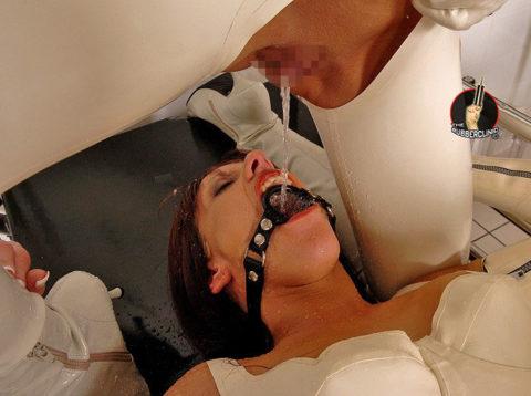 【レズ】海外のアブノーマルレズビアンのガチな放尿プレイをご覧ください。・26枚目