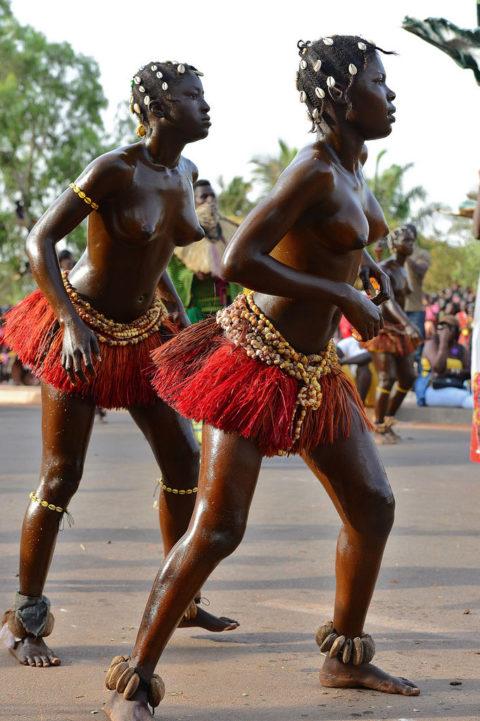 【おっぱい】ギニア人女性の正しく成長した「神乳」この身体はエロい・・・(33枚)・25枚目