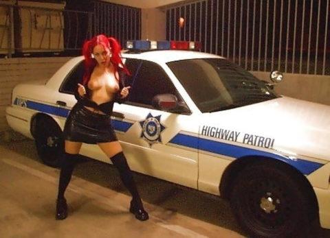 【マジキチ】世界の変態女さん、警察の目の前で行為に及ぶ・・・(画像あり)・27枚目
