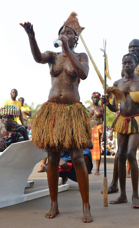 【おっぱい】ギニア人女性の正しく成長した「神乳」この身体はエロい・・・(33枚)・26枚目