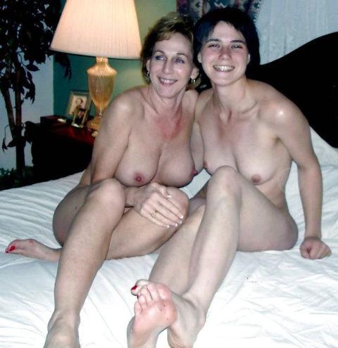 全裸を晒した素人親子のエロ画像を見た結果。ガチで体つきも似るんやなぁwwwwwww(33枚)・28枚目