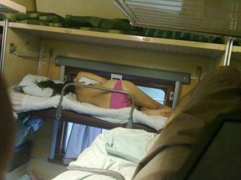 【ロシア】夜行列車とかいうガチで興奮する空間。痴漢では済まないでしょwwwww・29枚目