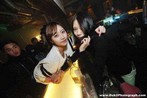 【エロ画像】「お持ち帰りOK」な韓国のクラブを撮影した画像まとめ。(32枚)・29枚目