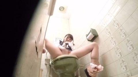 【盗撮】欲求不満のOLさん、職場でオナニーしてるところを撮影される。。(画像あり)・29枚目