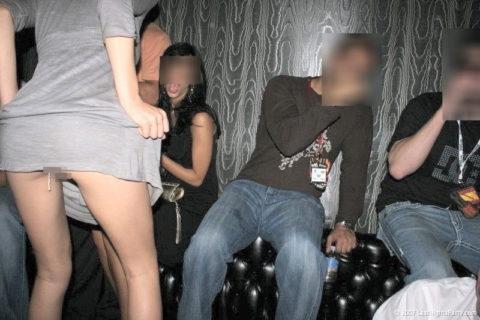 【タンポン】女のスカートを逆さ撮りしたら何やら 紐 が見える・・・(画像あり)・3枚目