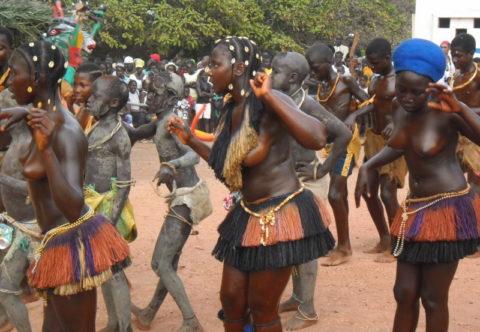 【おっぱい】ギニア人女性の正しく成長した「神乳」この身体はエロい・・・(33枚)・3枚目