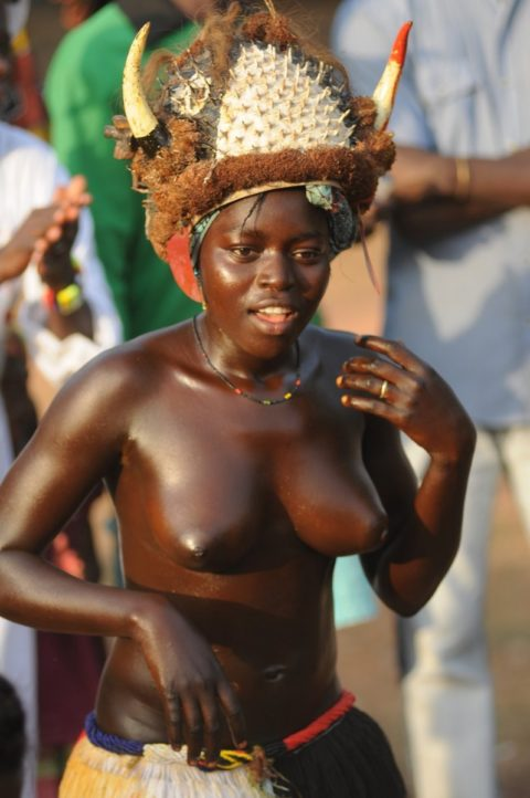 【おっぱい】ギニア人女性の正しく成長した「神乳」この身体はエロい・・・(33枚)・32枚目