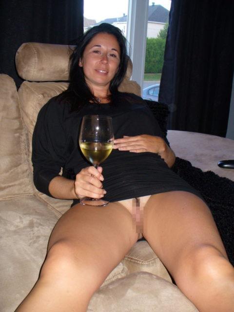【画像あり】海外のビッチな飲み会で撮影された1枚。エエ身体しとるwwwwwww・36枚目