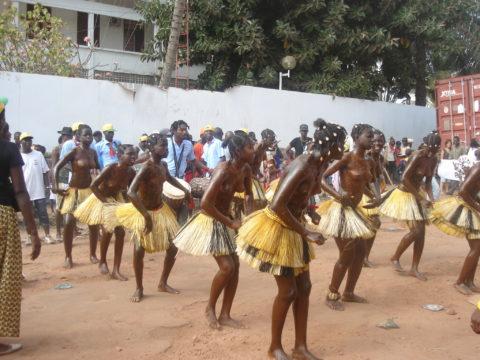 【おっぱい】ギニア人女性の正しく成長した「神乳」この身体はエロい・・・(33枚)・5枚目