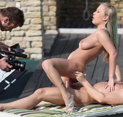 【エロ画像】ガチでオープンすぎる海外ポルノの撮影現場の風景がこちら。(21枚)・6枚目