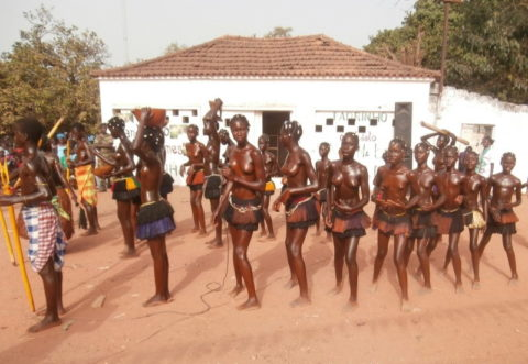 【おっぱい】ギニア人女性の正しく成長した「神乳」この身体はエロい・・・(33枚)・7枚目