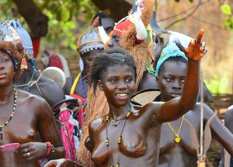 【おっぱい】ギニア人女性の正しく成長した「神乳」この身体はエロい・・・(33枚)・8枚目