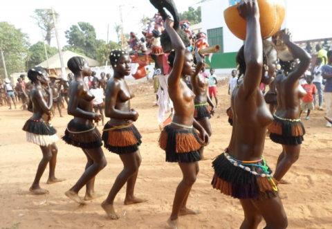 【おっぱい】ギニア人女性の正しく成長した「神乳」この身体はエロい・・・(33枚)・9枚目