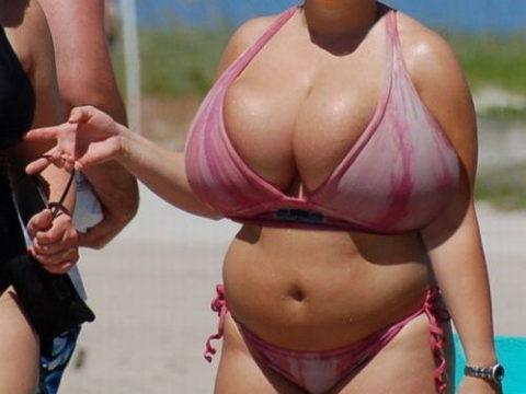 【超乳】もう人間じゃない…デカすぎるおっぱいの海外女さん。。(26枚)・1枚目