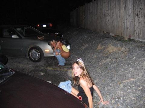 【素人】女の子同士の「連れション」男友達に撮影され晒される。。(画像あり)・1枚目