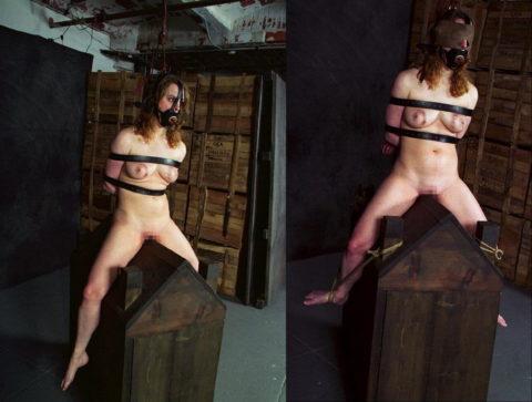 【調教】三角木馬で本気の拷問されてる女さんをご覧ください…これは痛すぎる(画像あり)・1枚目