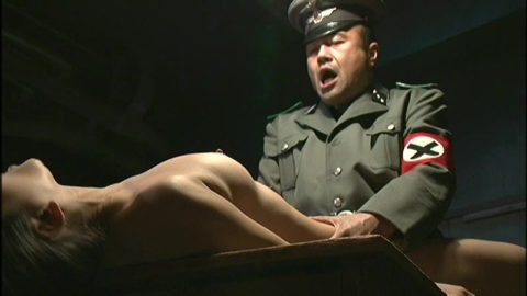 【GIFあり】過酷すぎる戦場で兵士に捕まった女さん、こうなる・・・・10枚目