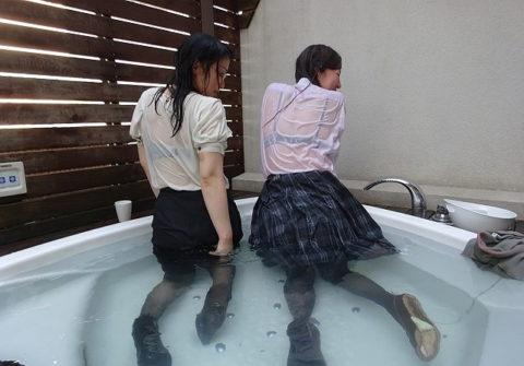 服を着たまま入浴する女さん、透け乳で逆に男を興奮させる・・・(画像あり)・14枚目