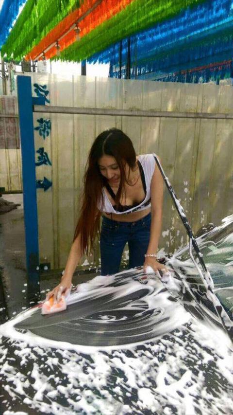 中国まんさん、欧米のマネをして「水着で洗車してみた!」がくっそエロかったwwwww(38枚)・15枚目